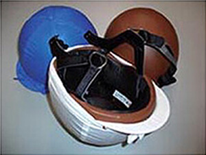 安全性と軽量化を重視した競馬用ヘルメット