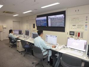 中央監視設備にて監視業務