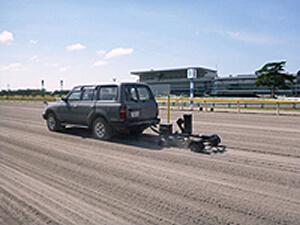 ダートコース 砂厚測定