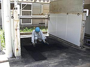 厩舎馬脚洗い場床ゴムチップ補修