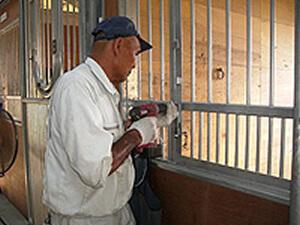 厩舎馬房格子補修