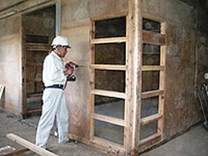 厩舎馬房壁補修
